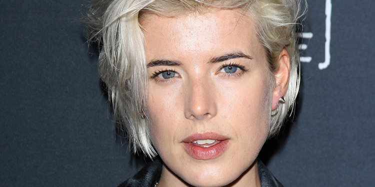 """10 """"It"""" Girl-Approved, No-Fuss Hairstyles for Short Hair 