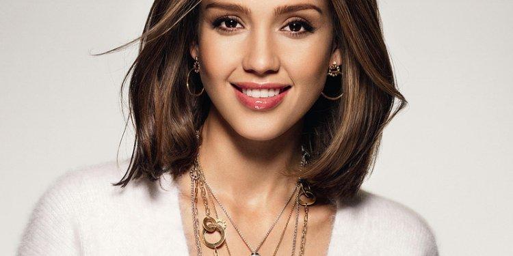 Jessica-alba-bob-short-hairstyle-flip