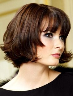 Cute Chin-Length Hairstyles for Short Hair: Bob with Blunt Bangs